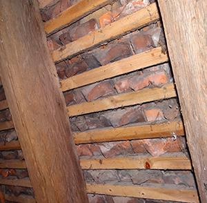 intérieur du toit de l'église